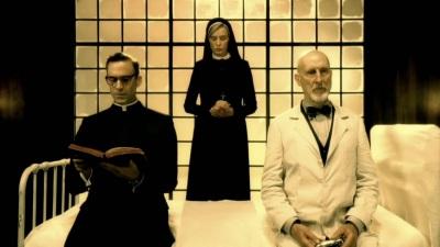 American horror story - Asylum - Joseph Fiennes, Jessica Lange et James Cromwell