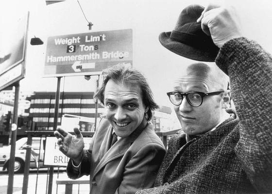 Bottom : Rik Mayall et Adrian Edmondson