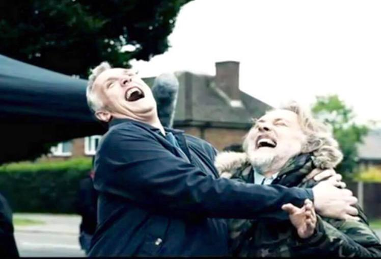 Rik Mayall avec Greg Davies sur le tournage de Man Down, 2013