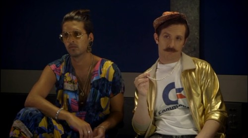 Shazad Latif et Tim Downie (Toast of London - Channel 4)